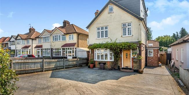 Guide Price £625,000, 5 Bedroom Detached House For Sale in Epsom, KT19