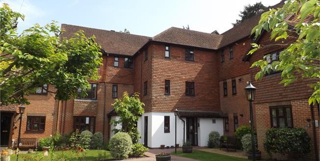 Asking Price £280,000, 2 Bedroom Flat For Sale in Fleet, GU51