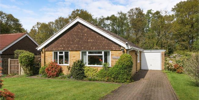 £485,000, 3 Bedroom Detached Bungalow For Sale in Grayshott, GU26