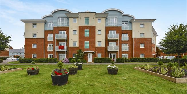 Asking Price £285,000, 2 Bedroom Flat For Sale in Redhill, RH1