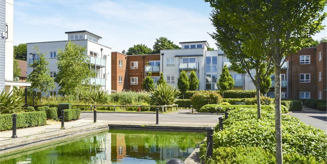 Asking Price £265,000, 1 Bedroom Flat For Sale in Redhill, RH1