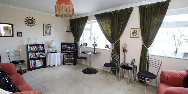 Guide Price £260,000, 2 Bedroom Flat For Sale in Wallington, SM6