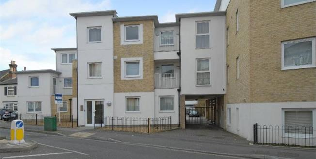 Asking Price £325,000, 2 Bedroom Flat For Sale in Gateway Court, SM1
