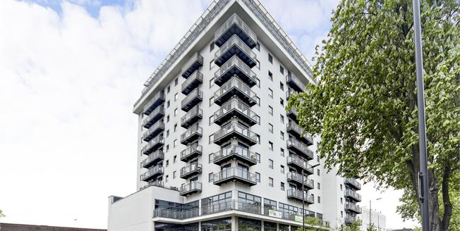 Guide Price £325,000, 2 Bedroom Flat For Sale in Sutton, SM1