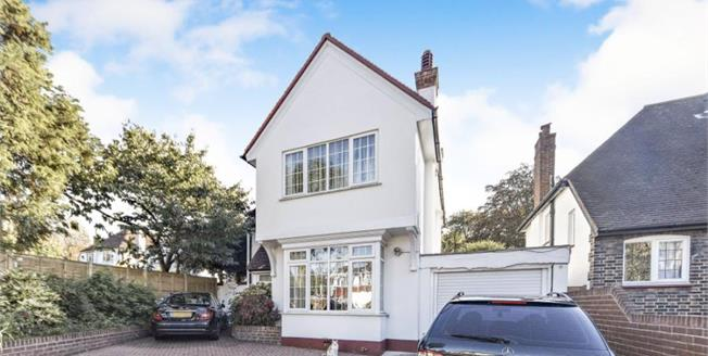 Guide Price £600,000, 3 Bedroom Detached House For Sale in Sutton, SM2