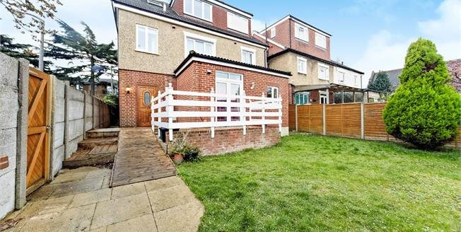 Offers Over £280,000, 2 Bedroom Flat For Sale in Sutton, SM1