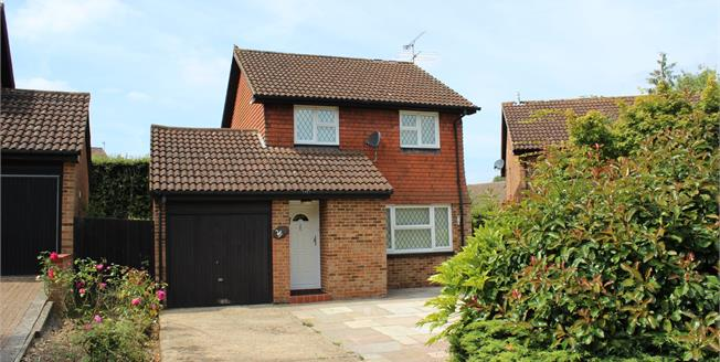 Asking Price £525,000, 3 Bedroom Detached House For Sale in Woking, GU21