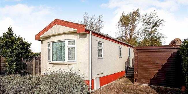 Asking Price £99,950, 2 Bedroom Mobile Home For Sale in Ripley, GU23