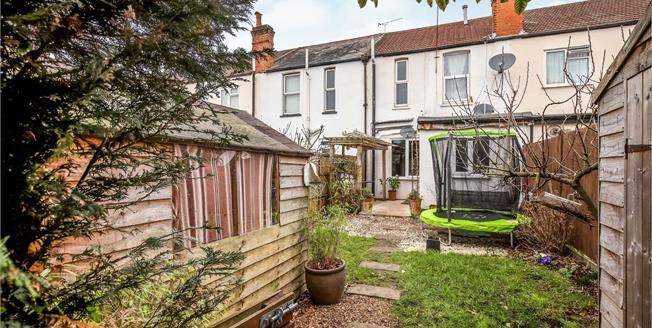 Guide Price £170,000, 1 Bedroom Maisonette For Sale in Woking, GU21