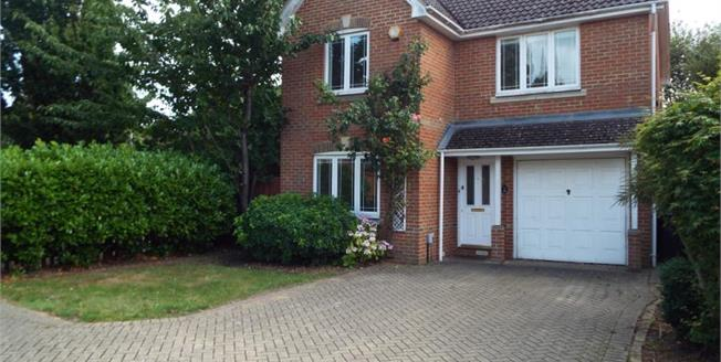Guide Price £599,999, 4 Bedroom Detached House For Sale in Knaphill, GU21