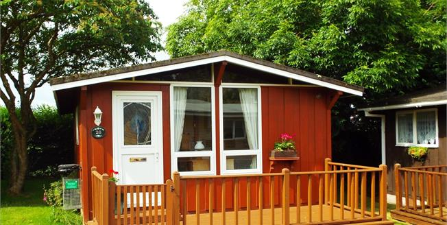 Guide Price £42,500, 2 Bedroom Detached Bungalow For Sale in Seaton, EX12