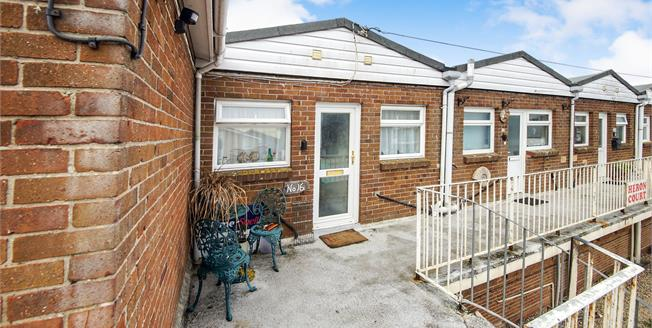 Guide Price £135,000, 1 Bedroom Flat For Sale in West Bay, DT6