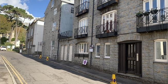 Guide Price £85,000, 1 Bedroom Flat For Sale in Bridport, DT6