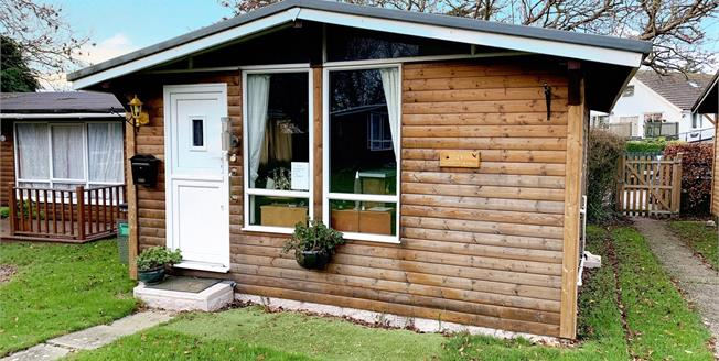 Guide Price £45,000, 2 Bedroom Detached Bungalow For Sale in Seaton, EX12