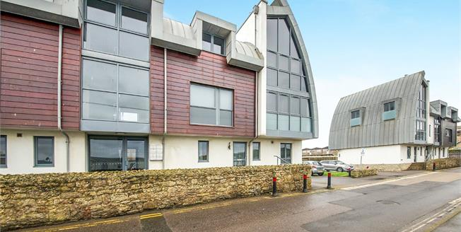 Guide Price £225,000, 2 Bedroom Flat For Sale in West Bay, DT6