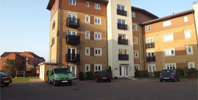 Offers in excess of £110,000, 2 Bedroom Flat For Sale in Bridgwater, TA6