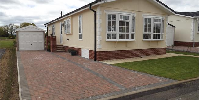 Asking Price £184,950, 2 Bedroom Detached Bungalow For Sale in Bridgwater, TA6