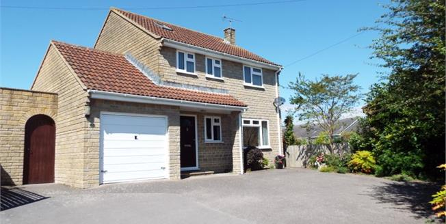 £325,000, 3 Bedroom Detached House For Sale in South Petherton, TA13