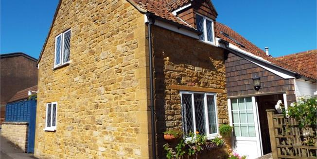 £300,000, 3 Bedroom Semi Detached House For Sale in South Petherton, TA13