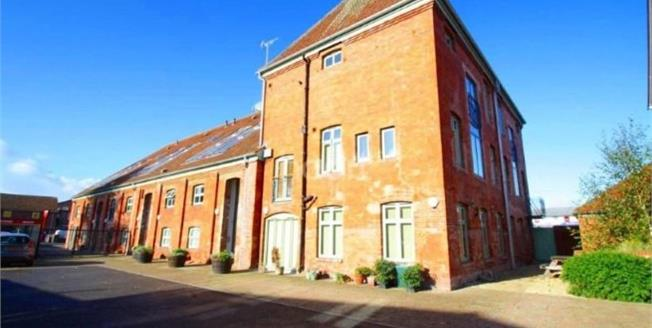 Offers in excess of £207,000, 2 Bedroom Upper Floor Flat For Sale in Taunton, TA1