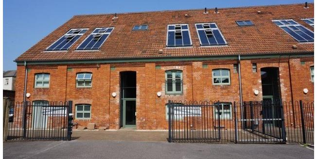 Offers in excess of £195,000, 2 Bedroom Upper Floor Flat For Sale in Taunton, TA1