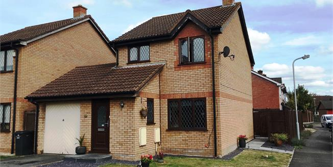 Asking Price £220,000, 3 Bedroom Detached House For Sale in Taunton, TA1