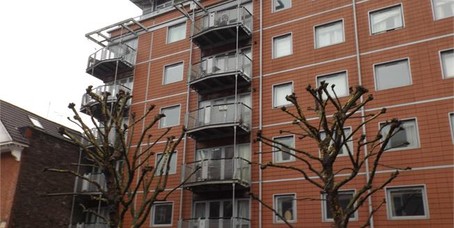 Offers in excess of £320,000, 2 Bedroom Flat For Sale in Bristol, BS1
