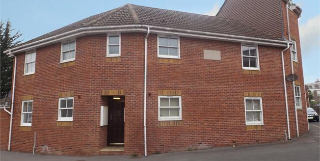 Offers in the region of £80,000, 1 Bedroom Flat For Sale in Yeovil, BA20