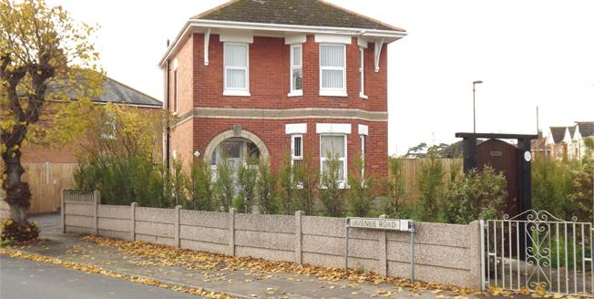 Asking Price £390,000, 3 Bedroom Detached House For Sale in Christchurch, BH23
