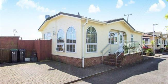 Asking Price £190,000, 2 Bedroom Mobile Home For Sale in Bockhampton, BH23
