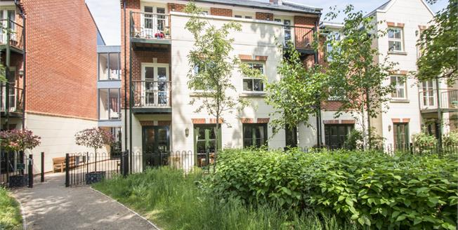 Offers in excess of £285,000, 1 Bedroom Flat For Sale in Christchurch, BH23