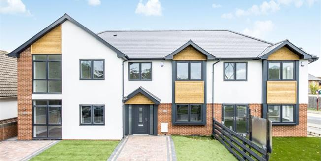 £300,000, 2 Bedroom Terraced House For Sale in Christchurch, BH23