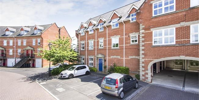 Offers in excess of £170,000, 1 Bedroom Upper Floor Flat For Sale in Christchurch, BH23