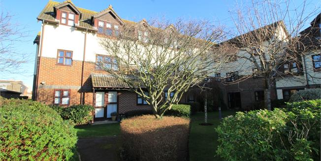Asking Price £165,000, 1 Bedroom Flat For Sale in Highcliffe, BH23