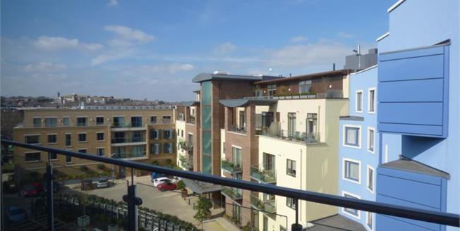 £275,000, 2 Bedroom Upper Floor Flat For Sale in Dorchester, DT1