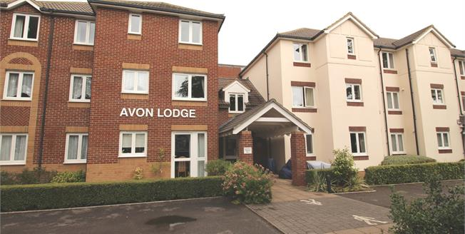 Offers in the region of £115,000, 1 Bedroom Flat For Sale in Bournemouth, BH6