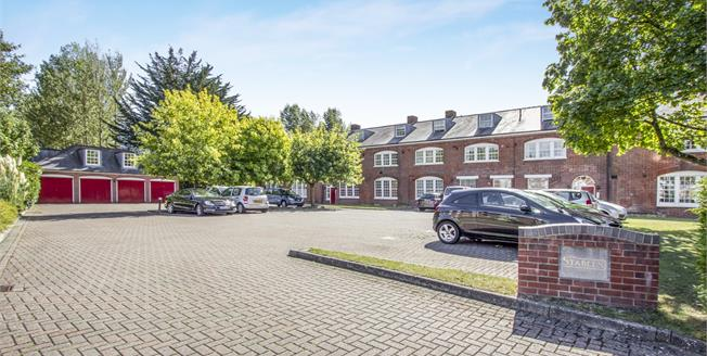 Guide Price £260,000, 2 Bedroom Flat For Sale in Christchurch, BH23