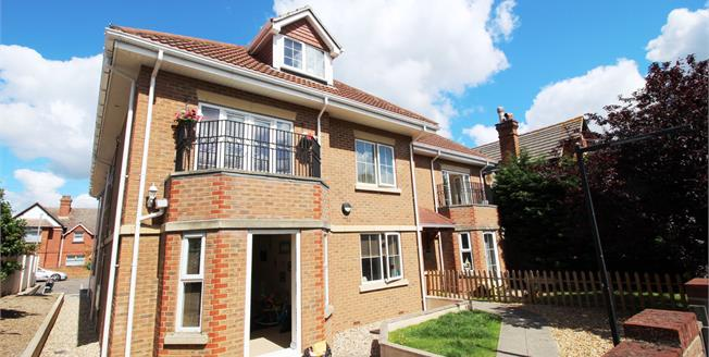 Guide Price £199,950, 2 Bedroom Flat For Sale in Dorset, BH6