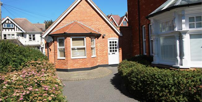 Offers Over £225,000, 3 Bedroom Maisonette For Sale in Bournemouth, BH5
