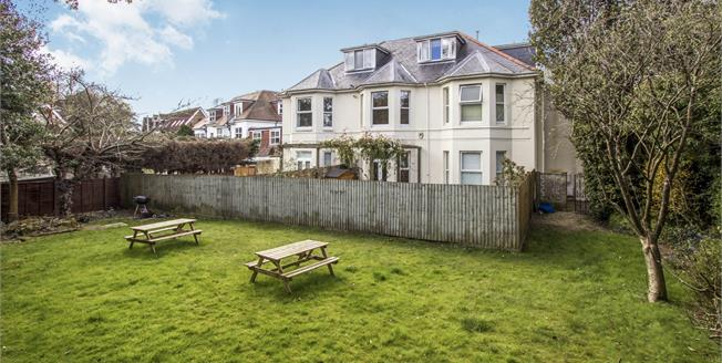 Guide Price £190,000, 2 Bedroom Upper Floor Flat For Sale in Bournemouth, BH8