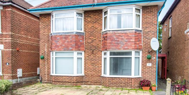 Guide Price £190,000, 2 Bedroom Flat For Sale in Bournemouth, BH9