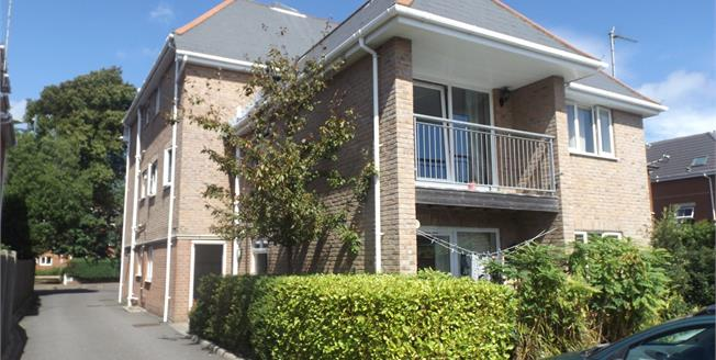 Asking Price £165,000, 2 Bedroom Flat For Sale in Bournemouth, BH8