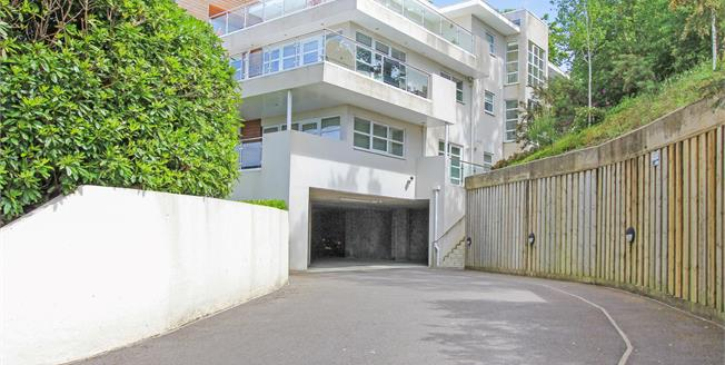 £330,000, 2 Bedroom Flat For Sale in Poole, BH14