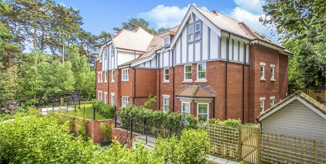 Guide Price £289,950, 2 Bedroom Flat For Sale in Bournemouth, BH3
