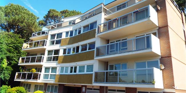 Offers Over £200,000, 2 Bedroom Flat For Sale in Bournemouth, BH2