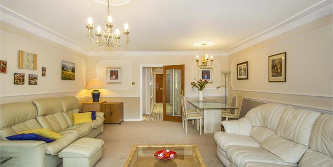Asking Price £345,000, 2 Bedroom Flat For Sale in Bournemouth, BH2