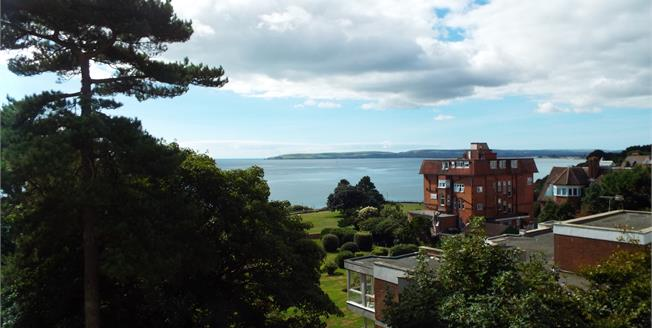 Offers in excess of £250,000, 2 Bedroom Flat For Sale in Bournemouth, BH2
