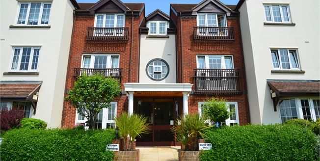 Guide Price £135,000, 1 Bedroom Flat For Sale in Broadway, WR12
