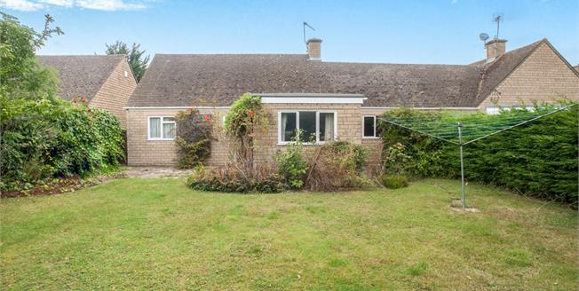 Guide Price £249,500, 2 Bedroom Detached Bungalow For Sale in Willersey, WR12