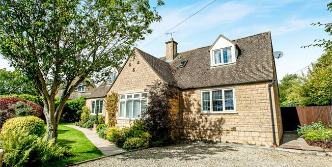 Guide Price £575,000, 3 Bedroom Detached House For Sale in Chipping Campden, GL55